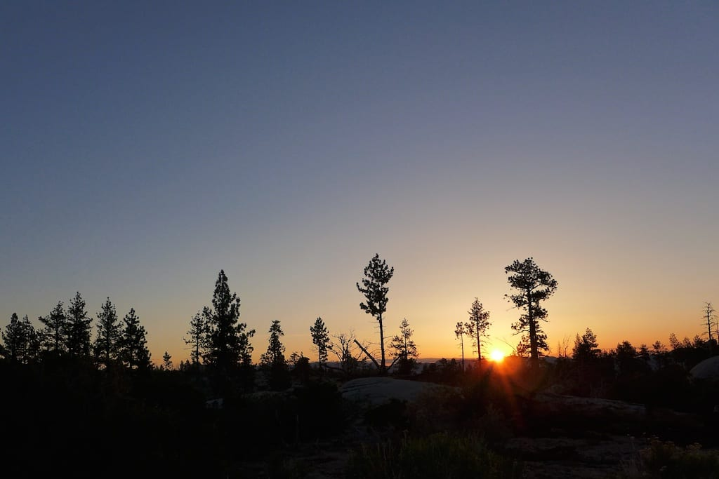Sunrise on forgotten Domeland Trail